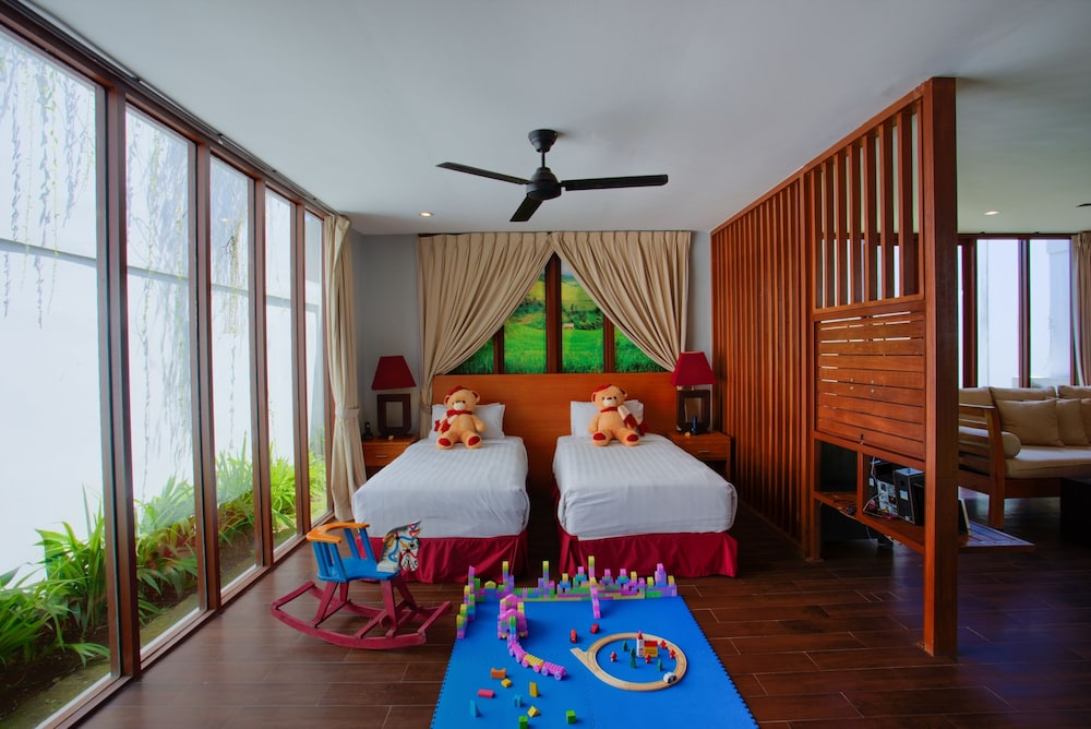 https://i.travelapi.com/hotels/2000000/1780000/1773100/1773032/0f99aacf_z.jpg