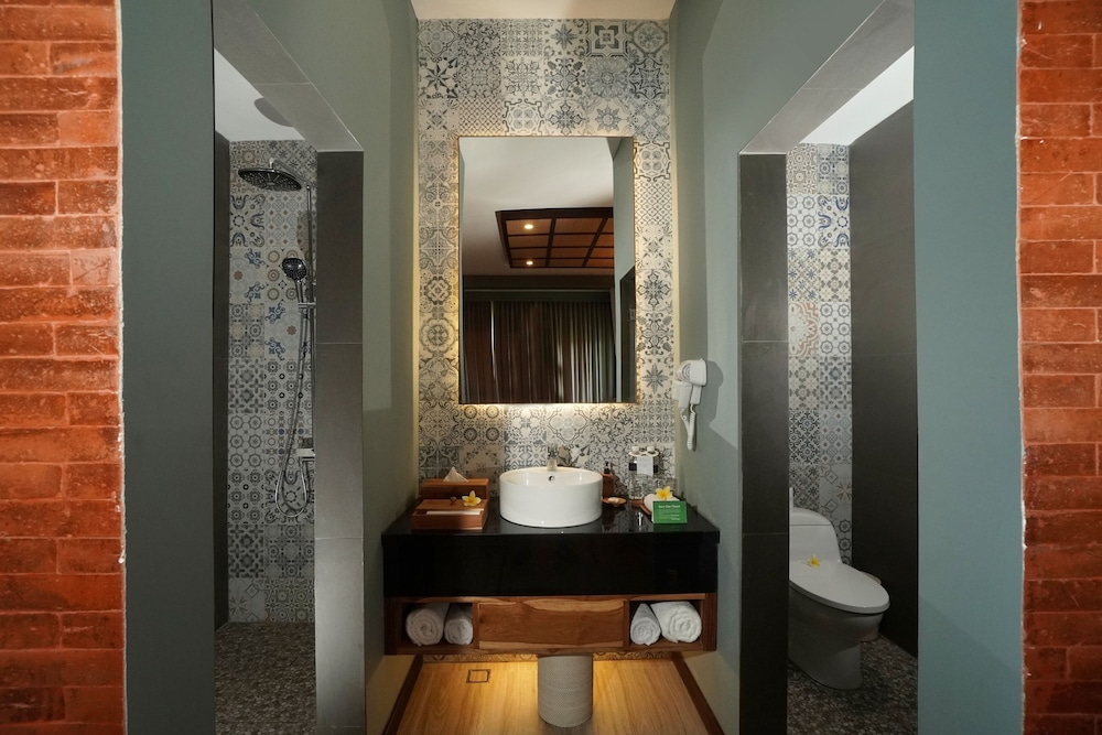https://i.travelapi.com/hotels/2000000/1780000/1773100/1773032/c9ec8beb_z.jpg