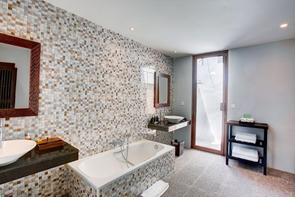 https://i.travelapi.com/hotels/2000000/1780000/1773100/1773032/ec3a7ec9_z.jpg