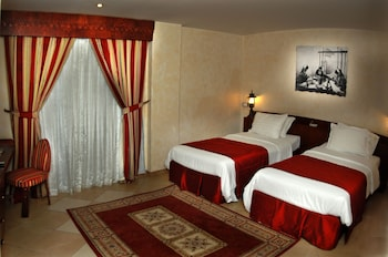 Standard Twin Suite One Bed Room: