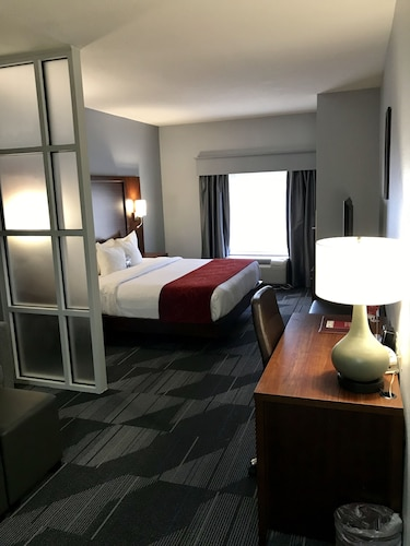 . Comfort Suites Olive Branch West