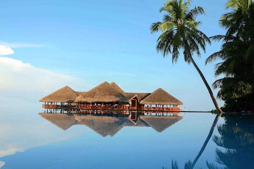 . Medhufushi Island Resort