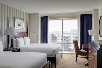 Guestroom at Gaylord National Resort & Convention Center in Oxon Hill