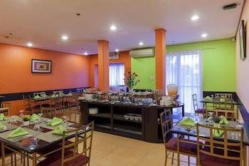 Microtel Inn by Wyndham Davao Breakfast Area