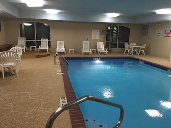 Holiday Inn Express Hotel & Suites Malvern - Pool  - #0