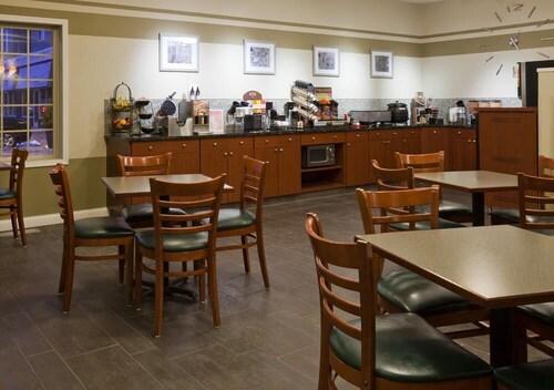 GrandStay Hotel and Conference, Dakota