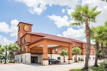 Hotel - Super 8 by Wyndham Brookshire TX