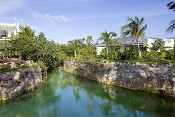 Cenote Lagoon Deluxe Junior Suite - Water Circuit İncluded