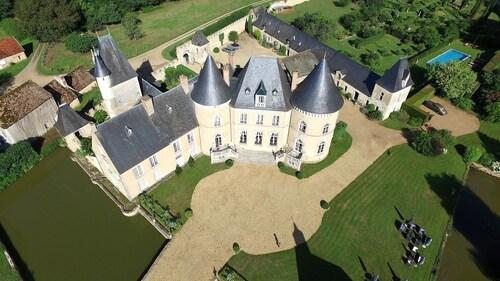 . Chateau De Vauloge