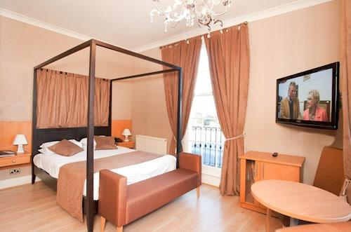 . Grand St Leger Hotel