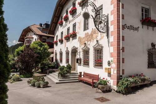 . Hotel Strasserwirt - Herrenansitz zu Tirol