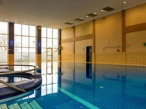 . Lady Gregory Hotel & Swan Leisure Club