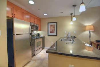 1 Bedroom Full Kitchen Silver