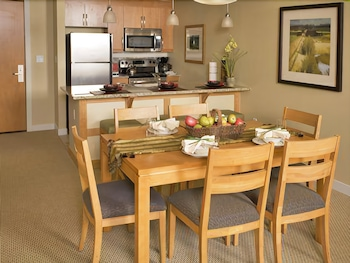 1 Bedroom Full Kitchen Silver