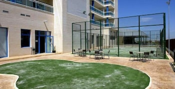 유로파 하우스 선 비치(Europa House Sun Beach) Hotel Image 15 - Tennis Court