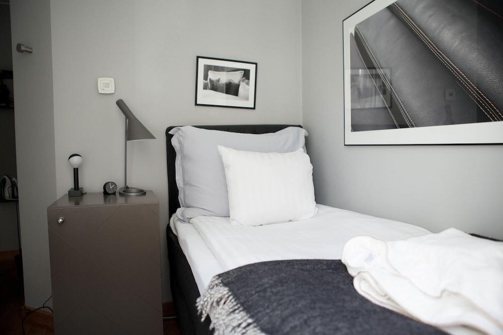 https://i.travelapi.com/hotels/2000000/1800000/1797900/1797873/9ed437b0_z.jpg