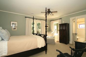 Tree House Room (Queen Bed)