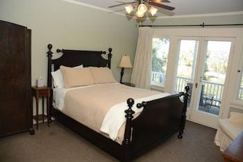 Veranda Room (Queen Bed)