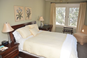 Sunrise Room (Queen Bed)