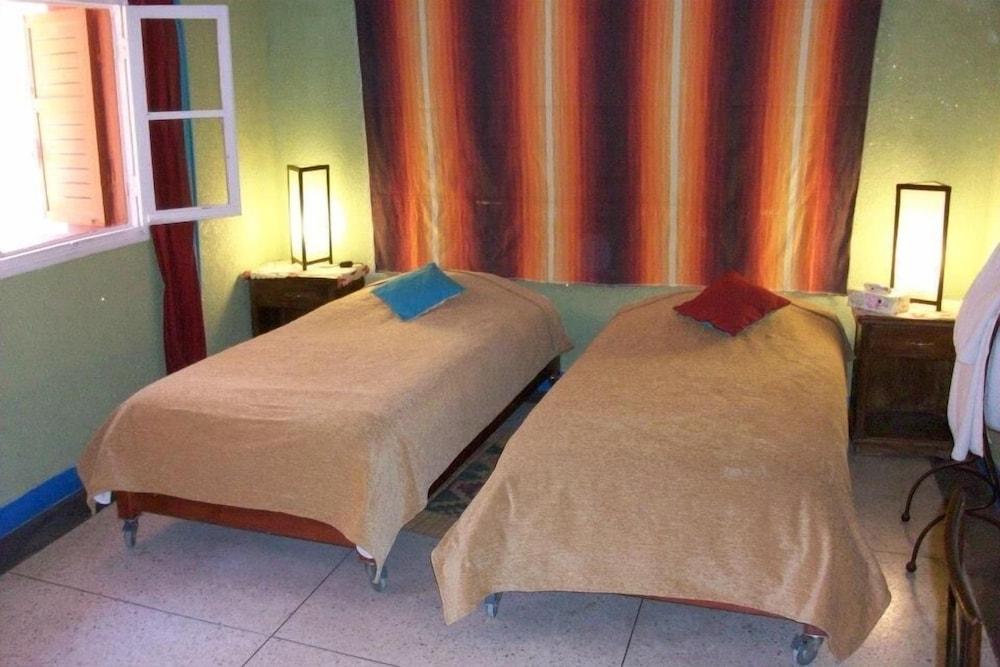 https://i.travelapi.com/hotels/2000000/1810000/1803800/1803752/7d6a214a_z.jpg