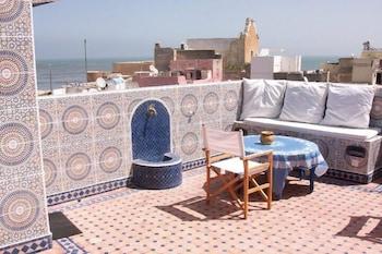 https://i.travelapi.com/hotels/2000000/1810000/1803800/1803752/83245003_b.jpg