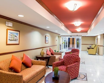 Lobby at Comfort Inn & Suites Convention Center in North Charleston