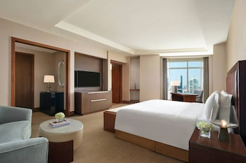 Club Room, 1 King Bed, Non Smoking (Deluxe Grand)