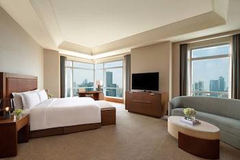 Club Room, 1 King Bed, Non Smoking, Corner (Executive Grand)