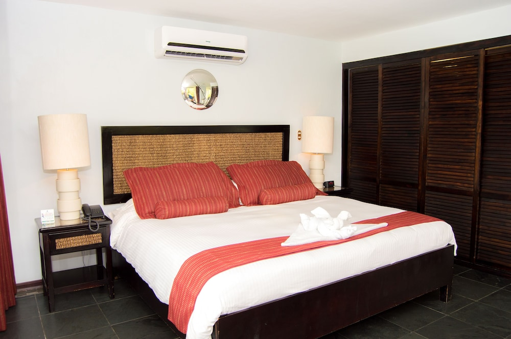 https://i.travelapi.com/hotels/2000000/1820000/1817700/1817659/18bc62e2_z.jpg