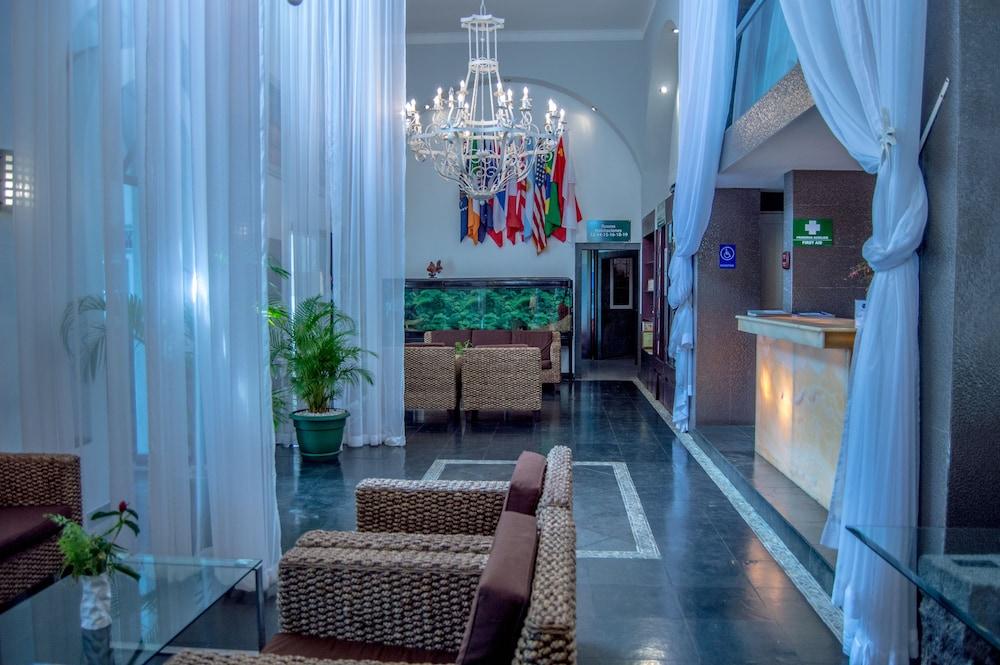 https://i.travelapi.com/hotels/2000000/1820000/1817700/1817659/42334859_z.jpg