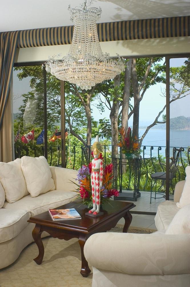 https://i.travelapi.com/hotels/2000000/1820000/1817700/1817659/6e06d09a_z.jpg