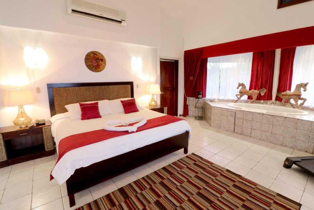 https://i.travelapi.com/hotels/2000000/1820000/1817700/1817659/b22a5339_z.jpg