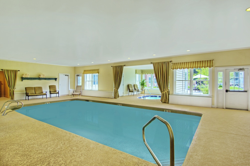 https://i.travelapi.com/hotels/2000000/1830000/1823100/1823093/142e1408_z.jpg