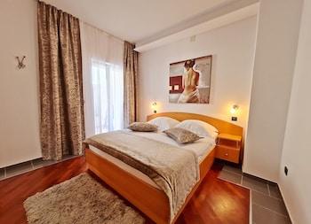 Suite, Balcony, Partial Sea View