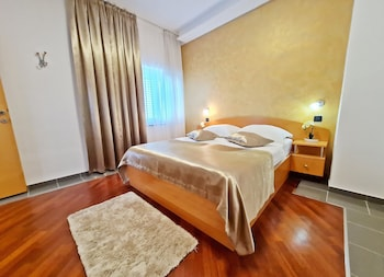 Suite, Partial Sea View