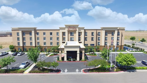 . Hampton Inn And Suites Madera
