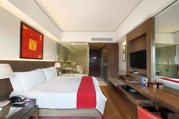 Room (100 percent cashback as hotel credit)
