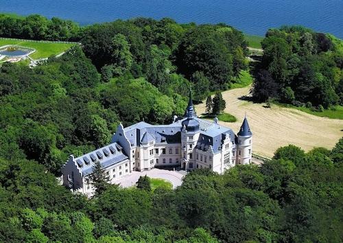. Schlosshotel Ralswiek