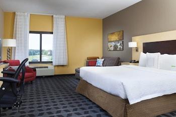 Guestroom at Towneplace Suites by Marriott Savannah Airport in Savannah