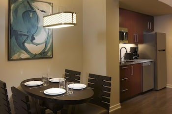Suite, 1 Bedroom, Accessible (Hearing, Roll-in Shower)
