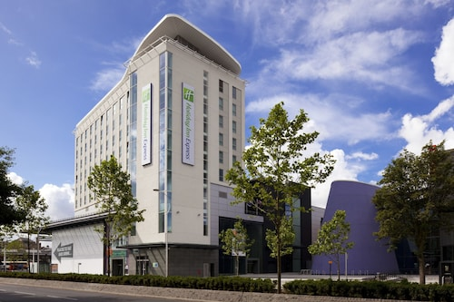 . Holiday Inn Express Hull City Centre