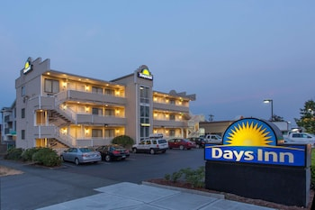 Days Inn Seattle North Of Downtown 4 6 Miles From Pier 91 Cruise Terminal