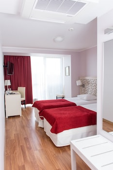 Standard Twin Room with 2.5h Wellness Oasis access and unlimited Gym
