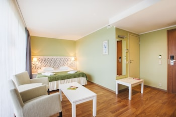 Superior Twin Room with 2.5h Wellness Oasis access and unlimited Gym