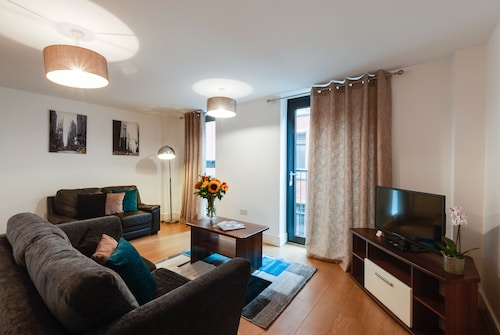 . Base Serviced Apartments - Cumberland Apartments