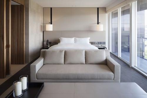 Hotel Realm, Barton