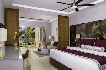 Deluxe Pool Terrace King Bed