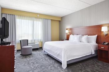 Guestroom at Courtyard by Marriott Phoenix North/Happy Valley in Phoenix