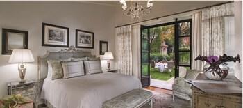 Garden Suite king bed