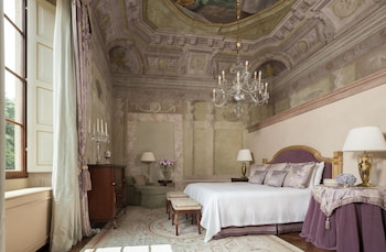 Frescoed Executive Suite king bed